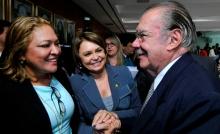 Deputada Dalva Figueiredo, a senadora Ângela Portela e o relator, José Sarney (Foto: Divulgação)